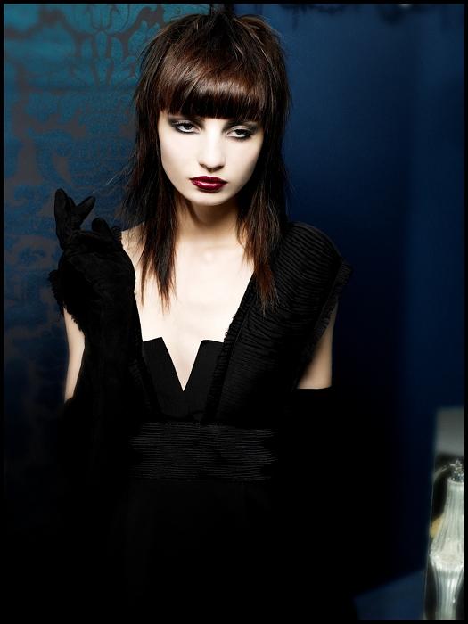 Фото на тему девочки счерным треугольником волос между ног.