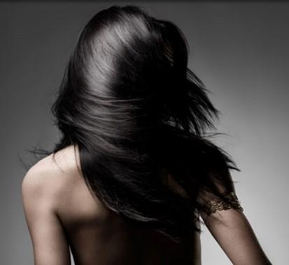 После стрижки горячими ножницами волосы выглядят здоровыми и очень красивыми