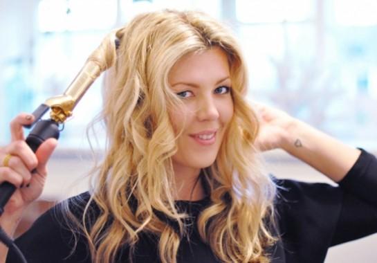 Плойка – еще один способ быстро сделать на волосах красивые локоны