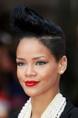 7_rihanna_big_hair