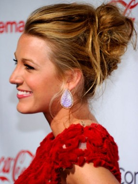 blake-lively-messy-updos-hairstyle